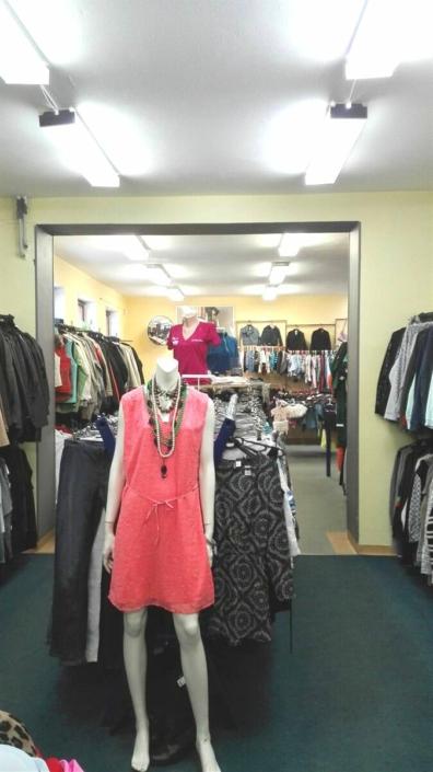 Nabídka dámských a pánských oděvů