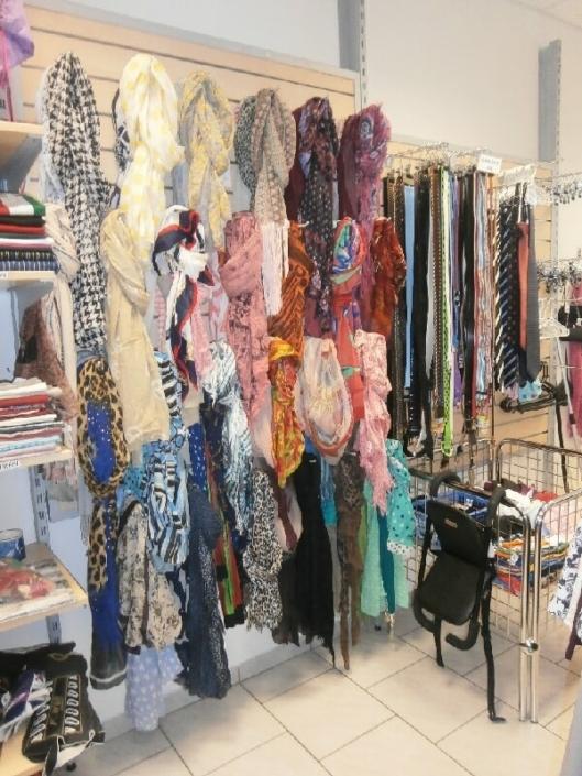 Prodejny oděvních doplňků, šátků, šálek, opasků a kravat