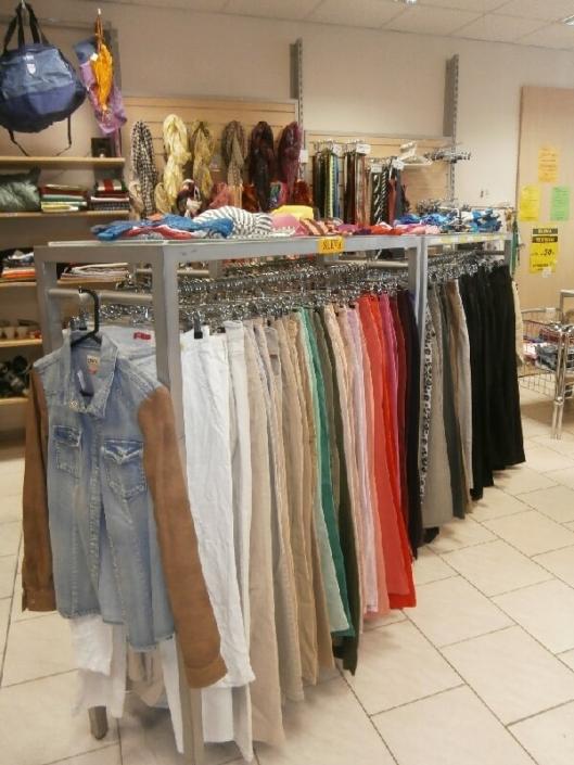 Prodejny dámských a pánských oděvů z druhé ruky
